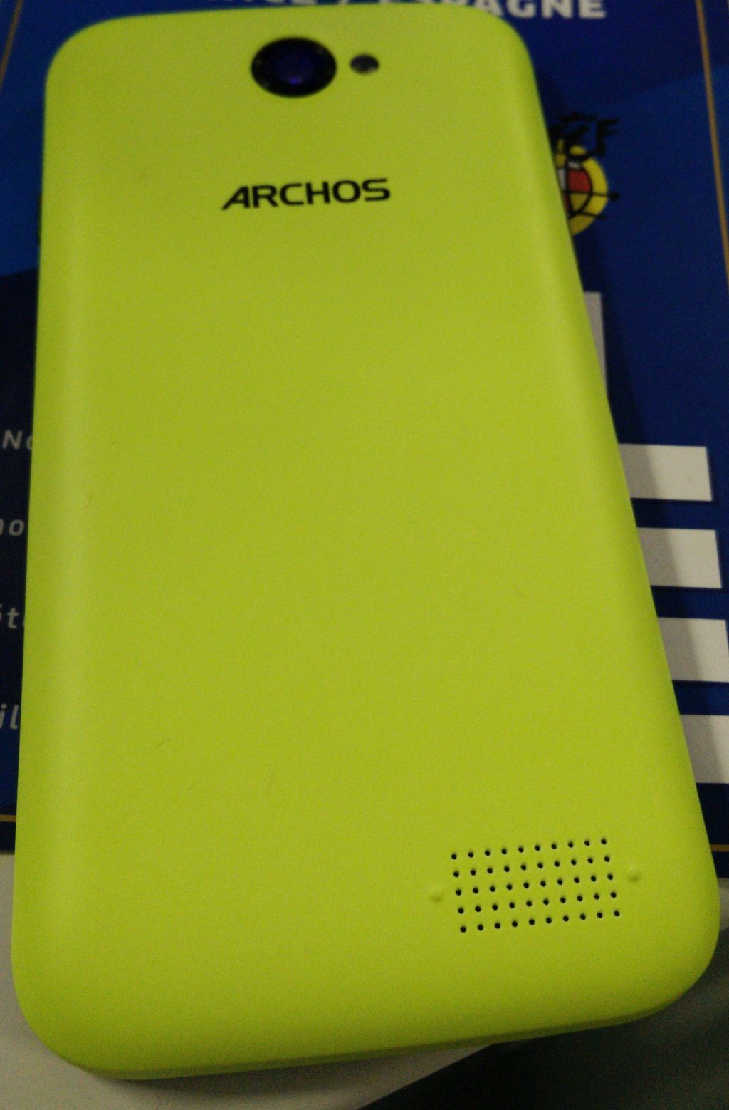 ARCHOS_40_Cesium_backcover_yellow_IMG_20140904_195911_nowrmk.jpg