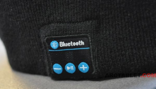 Bluetooth_Beany_hat_music_buttons_DSC_0059_600x